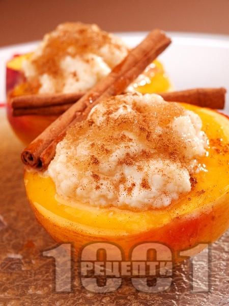Печени праскови с мед, извара, ром и канела - снимка на рецептата